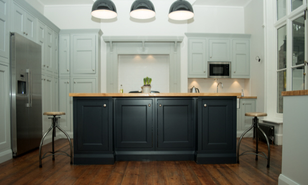 Dual-Tone Cabinets: 8 Ways to Highlight Your Kitchen Décor